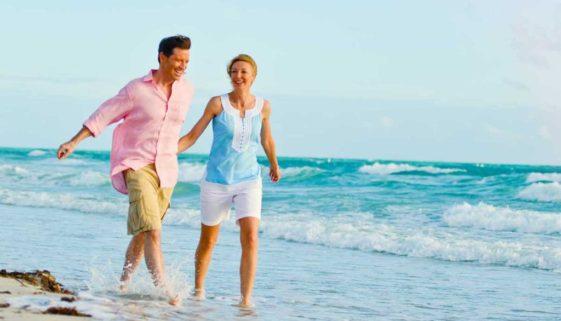 1200-beach-couple